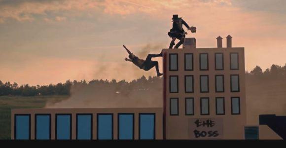 Do videogame para a vida real: praticante de parkour recria jogo de plataforma
