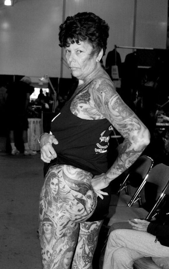 Pessoas mais velhas com tatuagem 18