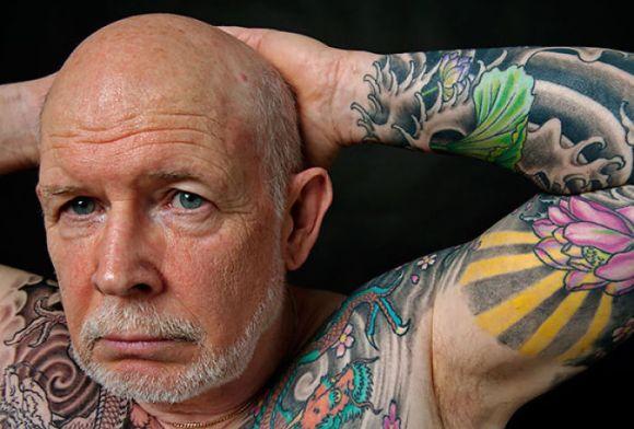 Pessoas mais velhas com tatuagem 22