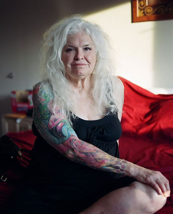 Pessoas mais velhas com tatuagem 5