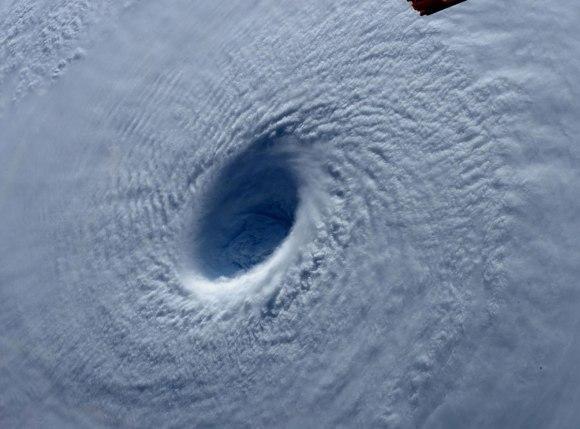 Tufão visto do espaço 2