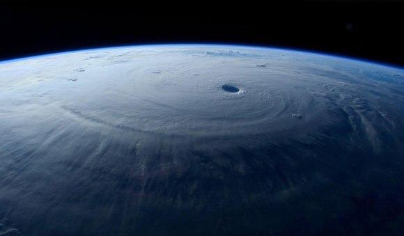 Tufão visto do espaço 7