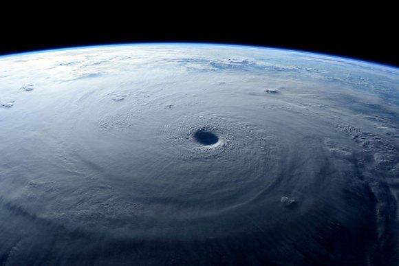 Tufão visto do espaço 9