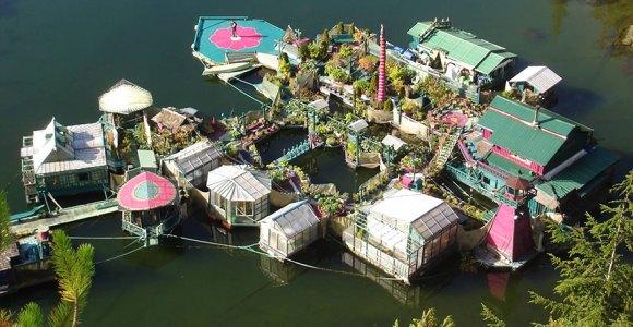 Já pensou em ter sua própria ilha? Veja como esse casal construiu uma!