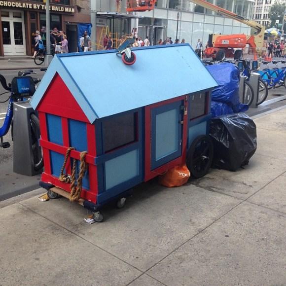 Casas de sucata para moradores de rua 11