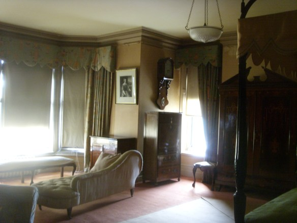 bedroom-at-tyntesfield-something-about-dartmoor