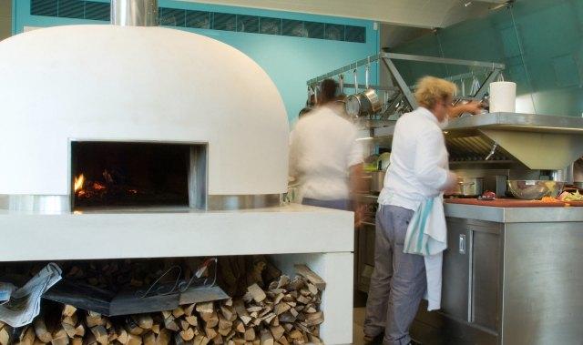 River Café kitchen (via E+M Tecnica)