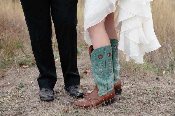 SomethingTurquoise_rustic_DIY_wedding_Captured_by_Corrin_0010.jpg