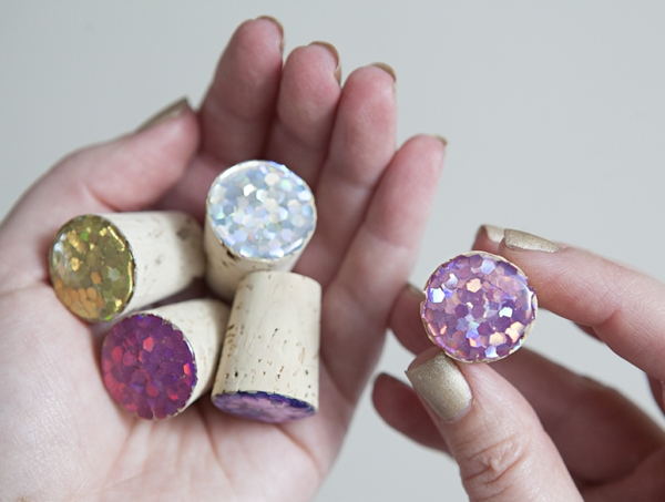 SomethingTurquoise_DIY_glitter_wine_stoppers_favors_gifts_0010.jpg