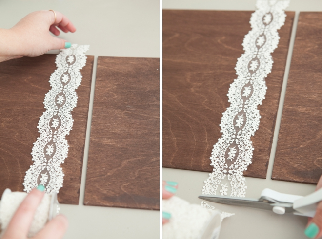 Using ribbon as hinges on these DIY wedding signs is a genius idea!