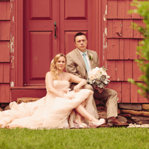 We're loving this gorgeous rustic outdoor DIY wedding!