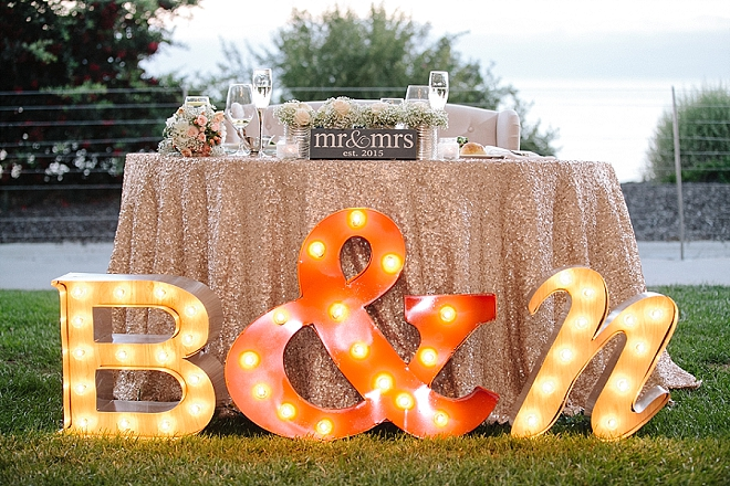 Check out this AMAZING sweetheart table with marquee lights!!