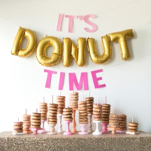 You have to see this DIY wedding donut bar!