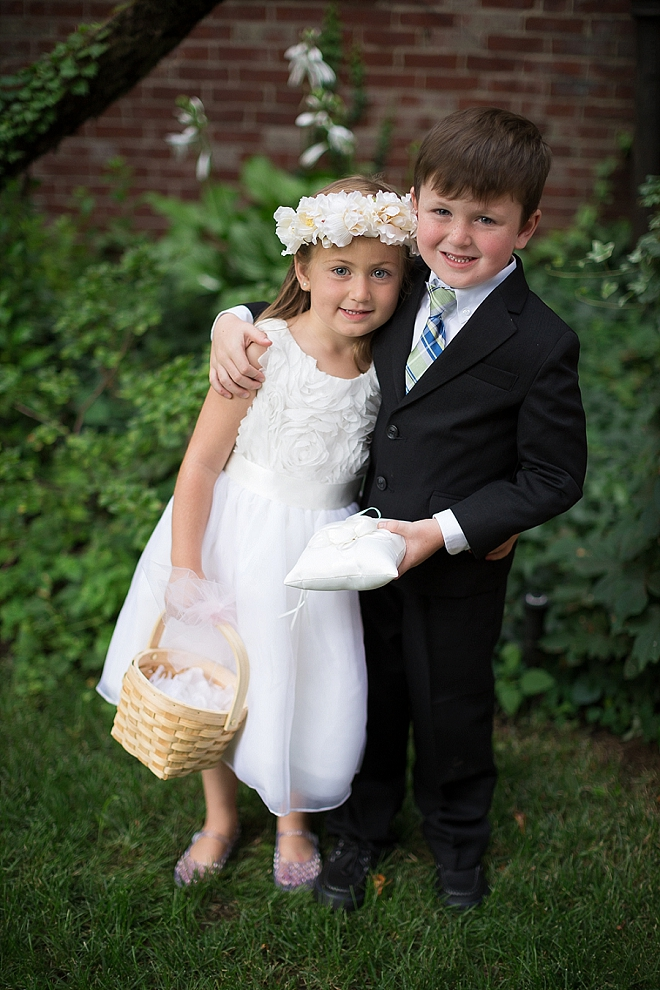 How darling is this flower girl and ring bearer?! Too cute!!