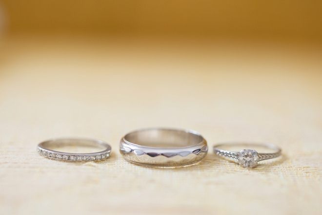 We love this darling and delicate ring shot!