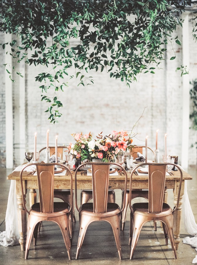 Gah!!! Hanging greenery over a rustic table!
