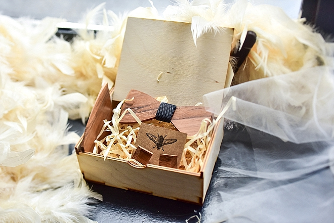 We're crushing on this super crafty wooden bow tie!! Super cute and cool!