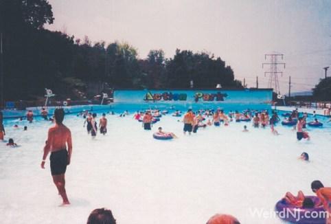 Action-Park-Wavepool