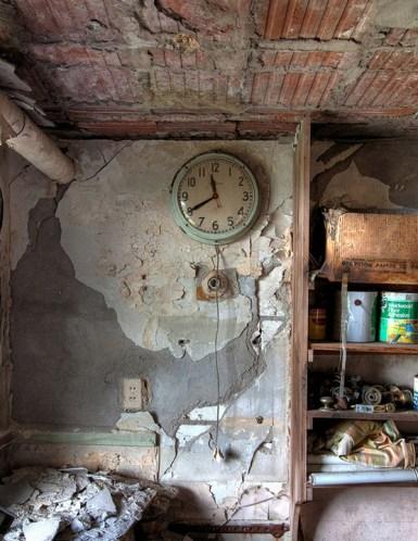 Buck-Hill-Inn-22-maintenance-room-clock