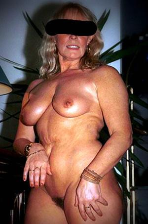 shemale review naken mogen kvinna