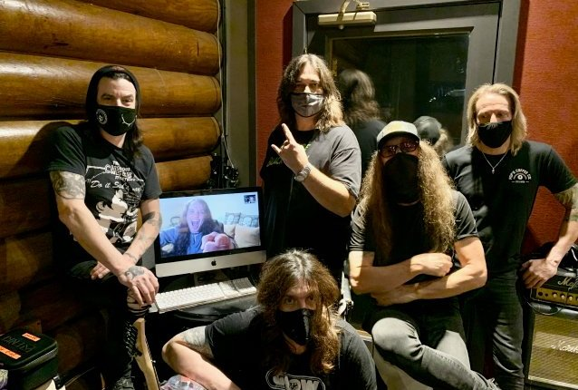 SKID ROW Signs With earMUSIC; New Album In The Works
