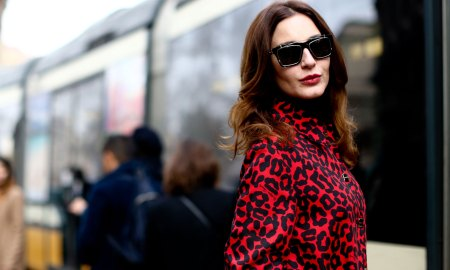 woman-epitome-Italian-chic-her-red-lips