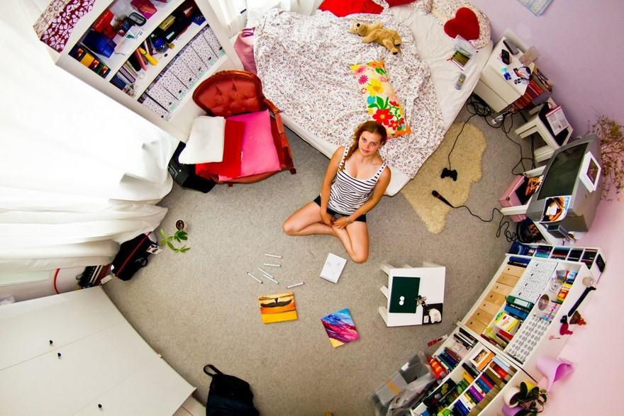 bedrooms-around-world-my-room-project-john-thackwray-3-57fb37f49514f-jpeg__880