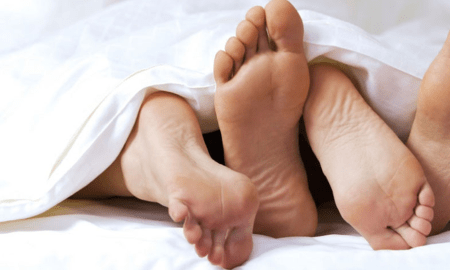 couple_feet_bed