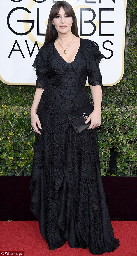 3bf7becd00000578-4100390-monica_or_morticia_monica_bellucci_looked_overdone_in_this_frump-m-123_1483927709205
