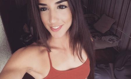 bakhar-nabieva-in-red-top-selfie