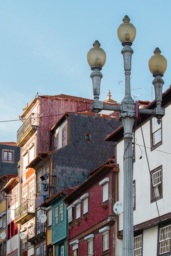 Lampadaire d'une rue portugaise