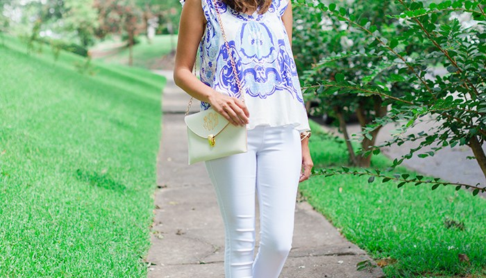 Southern Mama Look with Chinoiserie and Blue Willow Style