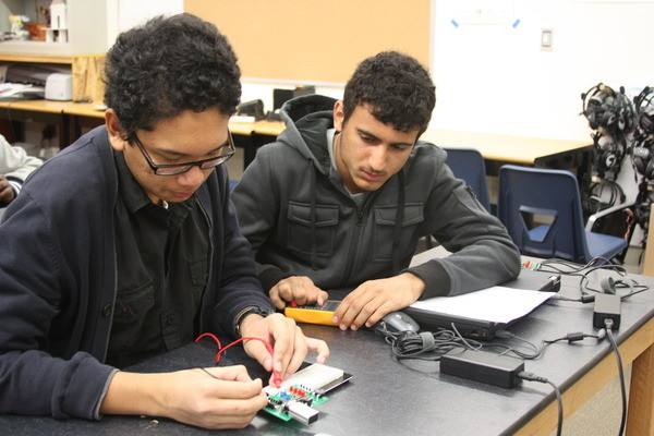 Sophomores Joshua Deleon and Aleksandar Dimitric work together to determine the voltage drops of their parallel circuits.Photo Credit: Raymond Tang