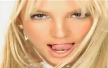 La lengua juguetona de Britney Spears