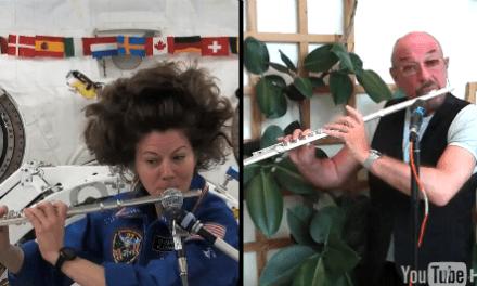 Una astronauta y un músico tocan el primer dueto terrícola-espacial