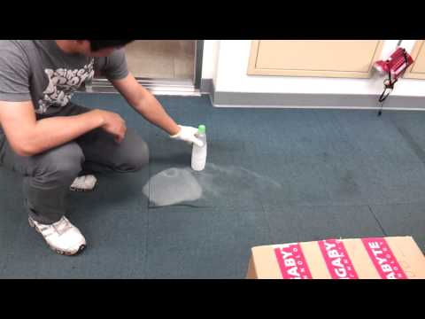 Lo que pasa si metes nitrógeno líquido en una botella de plástico
