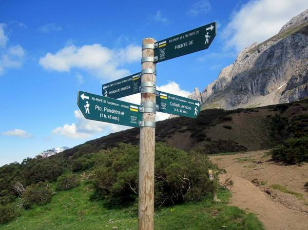 Picos de Europa: cruce de caminos