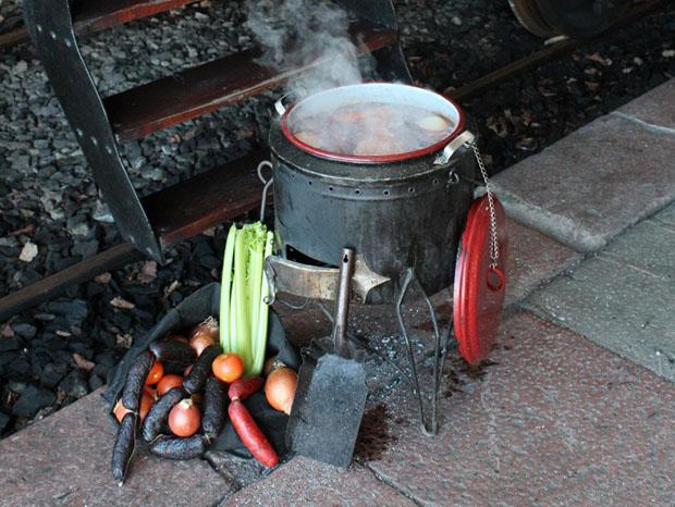 Cocinando legumbres en olla ferroviaria
