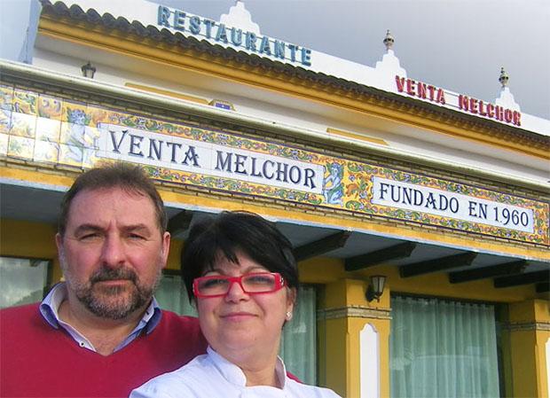 Juan Carlos Almazo y Petri Benitez de Venta Melchor en Conil 7 Foto de cosasdecome.com