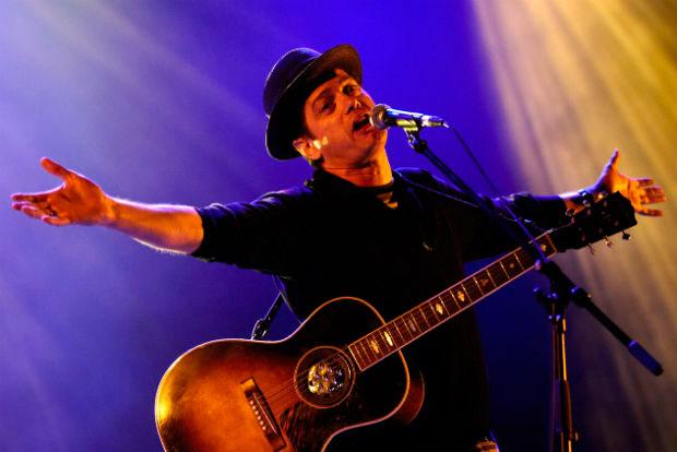 Santiago Auserón en concierto