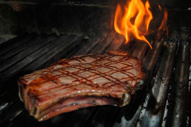 Chuletón a la parrilla del restaurante Los Canteros (Mingorría, Ávila)