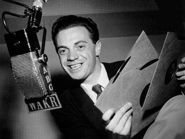 El locutor de radio  Alan Freed inventó el término rock & roll