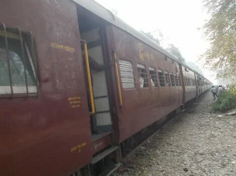 Eve teasing in train in ruhelkhand express.