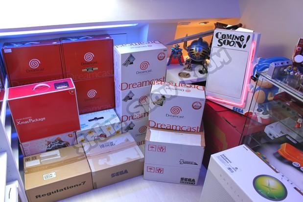 http://i2.wp.com/spinzshowroom.com/wp-content/uploads/2012/12/Dreamcast-Limited-01-619px.jpg?resize=619%2C413