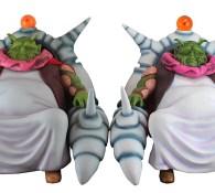 A gauche : Guru Saichourou du Tokyo Toys Festival / A droite : le bootleg