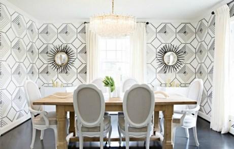 Ένα ξύλινο δρύινο τραπέζι μπορεί να ταιριάξει εύκολα σε ό,τι στιλ διακόσμησης και αν επιλέξετε.