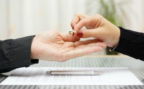 Στην Ελλάδα πριν από πέντε χρόνια το ποσοστό των διαζυγίων ήταν 23%, ενώ σήμερα είναι 37%.
