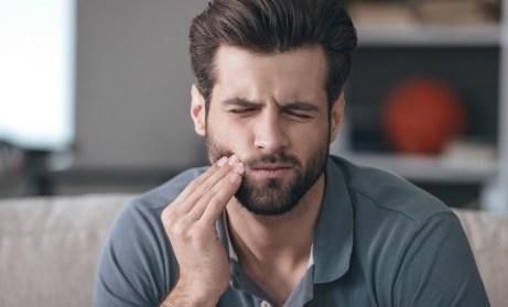 Αν πλένετε μια φορά την ημέρα τα δόντια σας είναι πολύ πιθανόν να εμφανιστούν τρυπούλες που με τον καιρό θα χρειαστούν σφραγίσματα.
