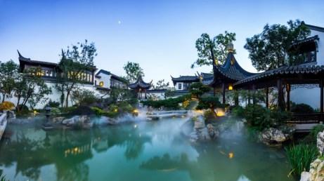 Ένα παραμυθένιο παλάτι στην λίμνη της Κίνας.