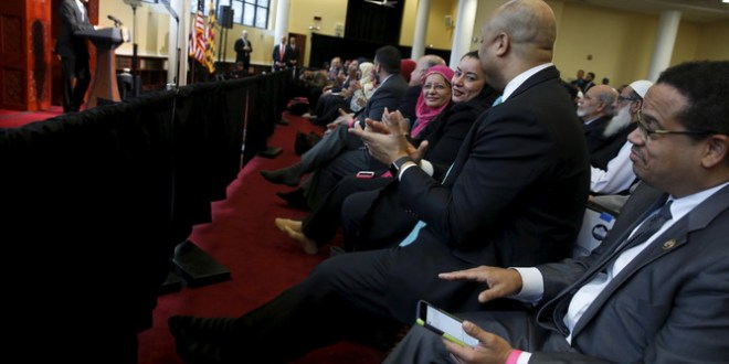 U.S. Representative Keith Ellison (D-MN) (R) applauds with other members of the audience as U.S. President Barack Obama (L) delivers remarks at the Islamic Society of Baltimore mosque in Catonsville, Maryland February 3, 2016.  REUTERS/Jonathan Ernst - RTX25BB4